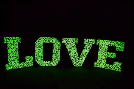 napis LOVE na wesela